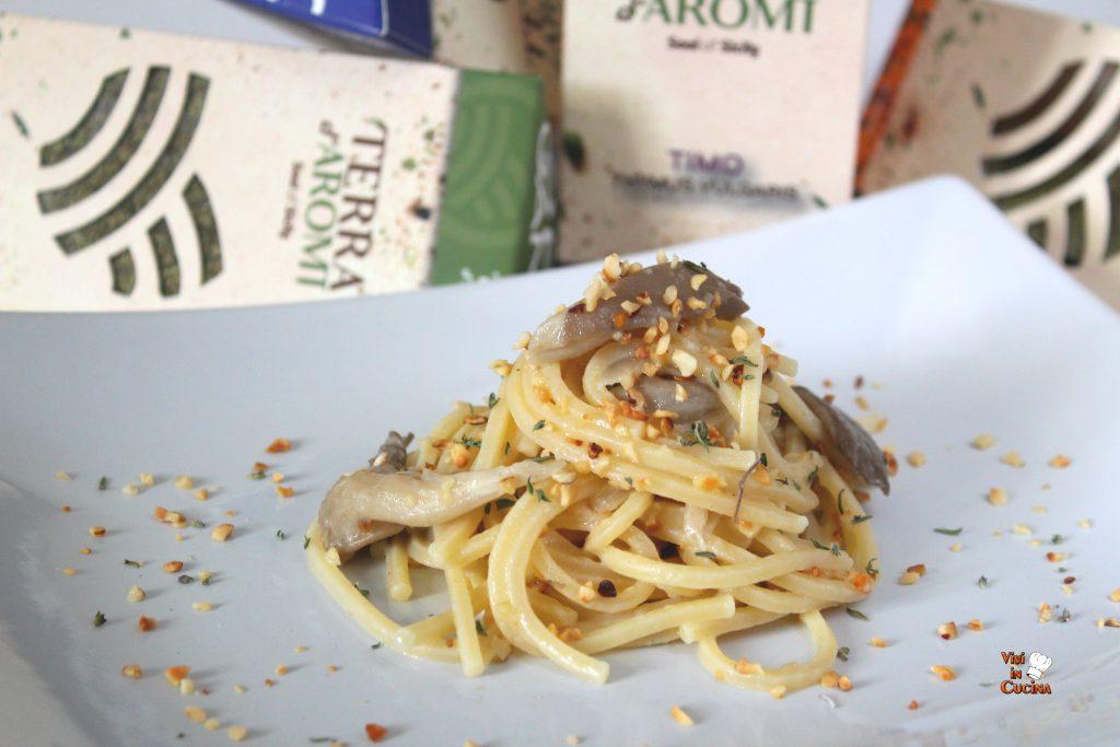spaghetti alla chitarra con funghi e nocciole