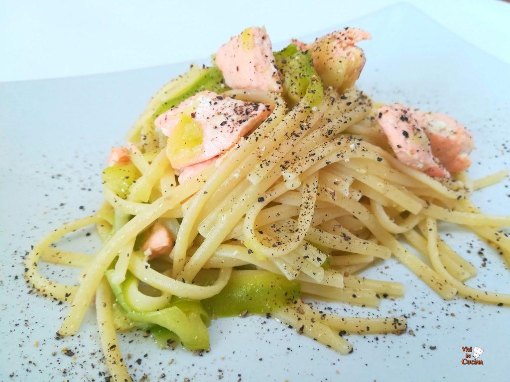 linguine zucchine e salmone