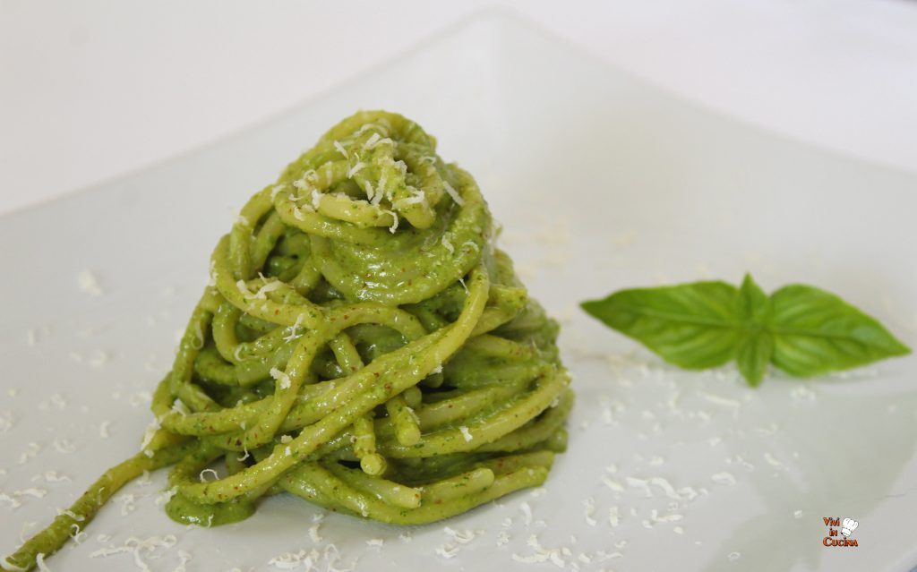 spaghetti con pesto di basilico