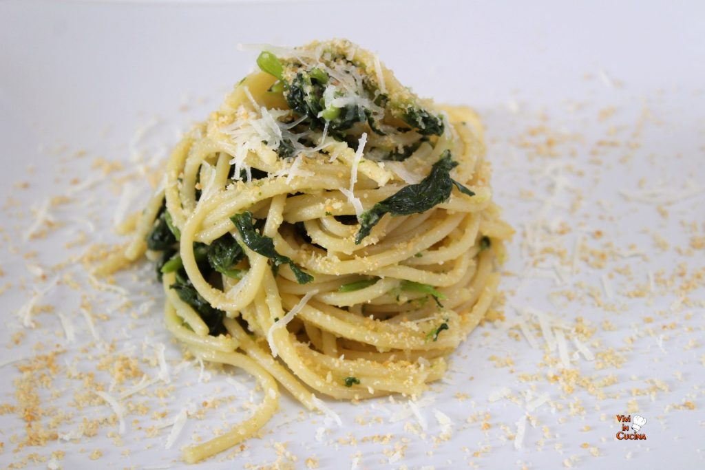 spaghetti cime di rapa e pangrattato